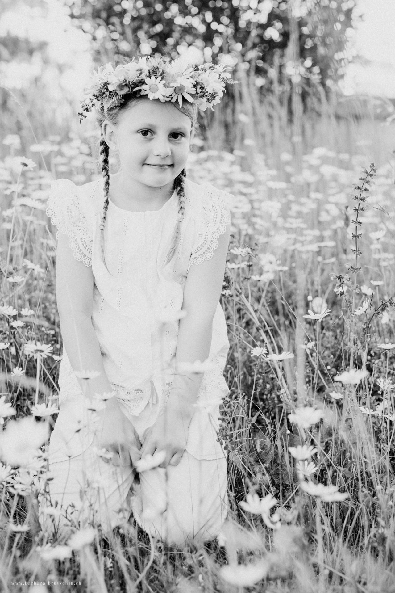 Blumenmädchen Kinderoutdoorshooting Zentralschweiz